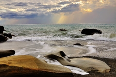 Fangshan Coast @ 枋山 (Vincent_Ting) Tags: light sunset sky water rocks waves taiwan 台灣 milky 海岸 gettyimages silky crepuscularrays 海浪 枋山 屏東縣 vincentting