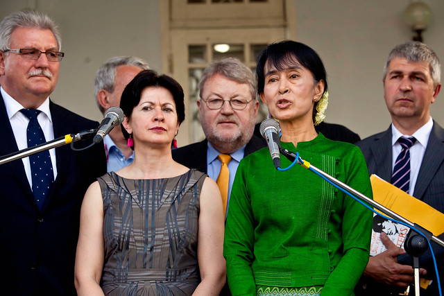 MEPs and Aung San Suu Kyi speak to the press