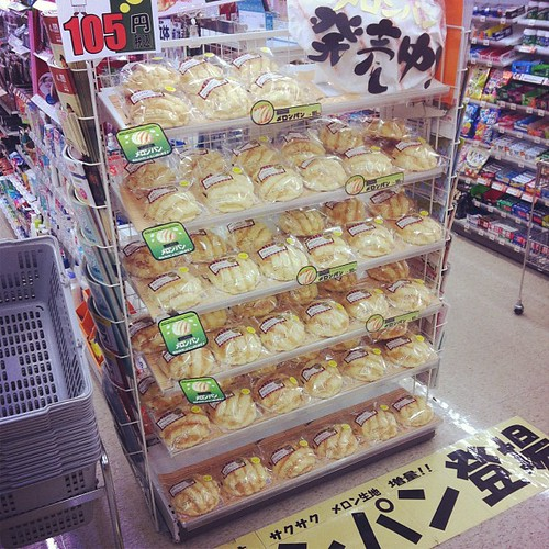 山盛りメロンパン…
