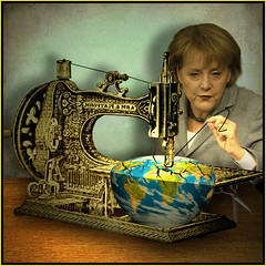 Eine gewissenhafte Frau (jaci XIII) Tags: woman lady europa europe sewing political mulher humor machine government poltica allegory dama senhora mquina costura governo alegoria