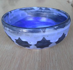 "Blue, black, white bowl <a style=""margin-left:10px; font-size:0.8em;"" href=""http://www.flickr.com/photos/24597018@N04/13912891940/"" target=""_blank"">@flickr</a>"