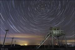Circumpolar con caseta Monte Caxado (albertoleiras) Tags: canon star trails nocturna monte pontes 1740 mirador 6d caseta f4l circumpolar eolicos caxado