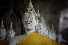 En file indienne (Ye-Zu) Tags: voyage trip temple shrine thalande bouddha cave grotte thailande worldtour tourdumonde bouddism prachuapkhirikhun changwatprachuapkhirikhan tambonaonoi