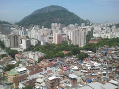 Vista desde la Favela Santa Marta (silvinafrydlewsky) Tags: brazil brasil ipod view streetphotography santamarta favela rodejaneiro
