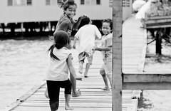 corre corre, que voy (www.infografiagijon.es) Tags: people bw white black blanco canon gente negro asturias bn sarawak malaysia borneo gaya childrens kotakinabalu gijon isla xixon markii malasia asturies infografia astur eos5d gayaisland hernancad wwwinfografiagijones