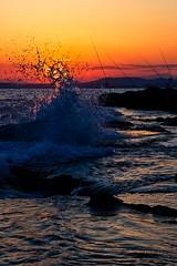 El sol y el mar (Jose Casielles) Tags: color luz sol atardecer mar cielo puestadesol puesta olas rocas yecla cabodelashuertas fotografíasjcasielles