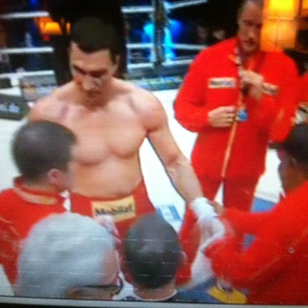 Boxe match déjà terminé. Trop fort ce Klitschko. Dommage Mormeck !