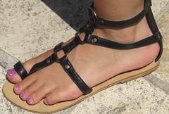IMG_9939 (newluckyfeet46new) Tags: feet toes sandals flipflops streetfeet sexytoes sexyfeet femalefeet femaletoes candidfeet