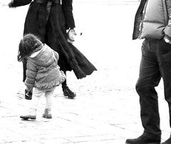 let's dance! (dilettantona(a bit slow)) Tags: bw rome roma feet del mom dance shoes child daughter mamma piazza popolo