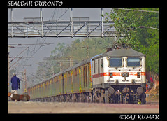(1st P7 OF THE DAY GZB's 30251) SEALDAH DURONTO (Raj Kumar (The Rail Enthusiast)) Tags: new black canon delhi double diamond express kolkata raj decker kumar howrah sealdah ghaziabad 30203 30251 30305 duronto wap7 sx30is