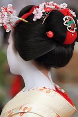 Kanzashi --Ume flowers-- (Teruhide Tomori) Tags: festival japan kyoto traditional maiko 京都 日本 kitano kimono teaceremony hairstyle 北野天満宮 着物 baikasai kanzashi 舞妓 kamishichiken 伝統行事 上七軒 かんざし 梅花祭 お茶席