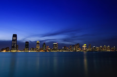 Perfect Blue over Exchange Place, NJ (Yohsuke_NIKON_Japan) Tags: nyc longexposure blue sunset usa ny night newjersey nikon path manhattan nj sigma bluesky hudsonriver hudson nightview wallstreet dust exchangeplace magichour アメリカ 10mm ニューヨーク goldmansachstower bluemoment colorefex ニュージャージー d3100