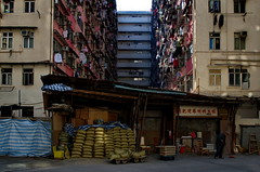 Hong Kong (香港), Mei Kwong Street (美光街), December 2013 (Foooootooooos) Tags: street city hongkong nikon cityscape estate streetphotography jalan 香港 rue straat housingestate tokwawan 土瓜灣 strase straatfotografie explored photographiederue הונגקונג гонконг strasenfotografie d7000 เขตบริหารพิเศษฮ่องกง fotografijalanan هونغكونغ 美光街 meikwongstreet