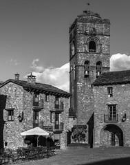_DSC3441 (allabar8769) Tags: plaza blancoynegro huesca iglesia ainsa aragn