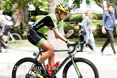 Handheld Cyclometer? (Garrett Lau) Tags: bicycle cycling women racing sacramento amgen criterium stage4 2016 circuitrace tourofcalifornia alisontetrick womenscircuitrace sacramentocircuitrace amgenbreakawayfromheartdiseasewomensrace
