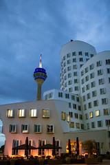 Dsseldorf (Michael A64) Tags: blue windows sky night clouds abend nacht fenster himmel wolken gehry architektur blau turm dsseldorf rhein rheinturm blaue bauten stunde