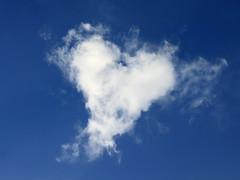 Morgen ist Valentinstag (Sebastian.Schneider) Tags: sky cloud nature clouds germany day skies hessen heart cloudy natur himmel wolke wolken valentines valentin wolkig valentinstag deuschland ldk lahndillkreis