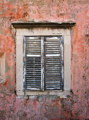 Crumbling Dubrovnik (Kevin Lloyd) Tags: old red holiday window peeling paint croatia unesco shutter aged aging dubrovnik delapidated ravagesoftime efs1755mmf28isusm canvasshortlist