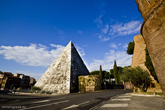 "Piramide Cestia • <a style=""font-size:0.8em;"" href=""http://www.flickr.com/photos/89679026@N00/6901926213/"" target=""_blank"">View on Flickr</a>"