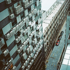 from the window in GuangZhou ( ken ) Tags: guangzhou street building 120 6x6 film car rollei rolleiflex hotel kodak  chine planar     28e  ektacolorpro160