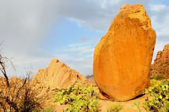 Tafraoute Agard Oudad tors onder de hoed van Napoleon, Marokko 2012 (wally nelemans) Tags: morocco maroc marokko tafraoute 2012 rots tors graniet agardoudad oudad hoedvannapoleon