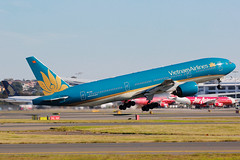 Vietnam Airlines Boeing 777- 26K(ER) VN-A143 (Mark Harris photography) Tags: plane canon aircraft aviation boeing 777 spotting boeing777 yssy