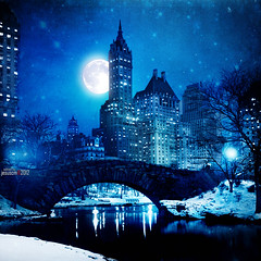 Rhapsody in Blue (jesuscm) Tags: moon ny newyork night lights luces noche skyscrapers centralpark manhattan luna recreation nuevayork rascacielos motat recreacin tatot jesuscm rememberthatmomentlevel1 rememberthatmomentlevel2