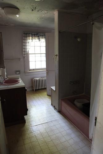 Alternate 2nd floor bathroom