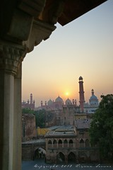 Sunset View from the Fort (z) Tags: city pakistan architecture carved construction gate fort main columns entrance mosque straight za lahore f28 oldcity masjid ssm walled alignment corbel grandeur  mughal badshahi 1635mm  widescape variosonnart281635