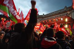 chantant la Marseillaise (yaya13baut) Tags: meeting toulouse capitole placeducapitole jeanlucmlenchon mlenchon frontdegauche lectionprsidentielle2012 placeaupeuple