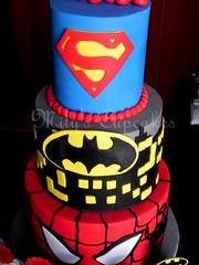 Temática superheroes para Ramiro (Mily'sCupcakes) Tags: argentina wrappers superheroescake devil'sfoodcake tortaredvelvelt toppersmilyscupcakesbuenosaires