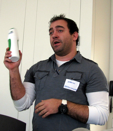 Alfonso Santaniello explains the PodCamp 4 water bottle trivia comtest