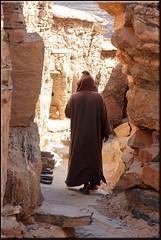 the quiet path (mhobl) Tags: man walk agadir morocco maroc marokko männer strasen amtoudi speicherburg agadire