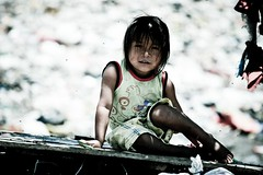 ...Just a Little Girl, Lost in the Moment (Alex E. Proimos) Tags: world poverty peru girl make de lost sadness fly pain garbage eyes pretty sad image little retrato gorgeous extreme award dump bank social triste help tip linda difference impact basura winner innocence flies change donation moment pause guapa powerful confusion development mosca dolor struggle touching frightened moscas extremely fund invest suffer piura ojas ibd cero basuras frighten makeadifference vertedero sullana reciclable abigfave anawesomeshot impressedbeauty ayuada ayuadar