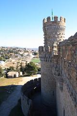 005777 - Manzanares el Real (M.Peinado) Tags: espaa canon spain torre bandera kdd castillo quedada manzanareselreal comunidaddemadrid 2011 castillodelosmendoza ccbync canoneos1000d febrerode2012 18022012 quedada18022012 almemas