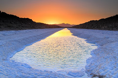 Sunset at the Chloride Ponds (Dave Toussaint (www.photographersnature.com)) Tags: california ca travel blue sunset orange usa reflection nature water field night photoshop canon landscape march photo interestingness interesting pond glow photographer cs2 dusk salt picture clear explore socal national adobe southerncalifornia chloride 2012 mojavedesert amboy adjust infocus sanbernardinocounty newvision gnd denoise 60d topazlabs photographersnaturecom davetoussaint mygearandme dblringexcellence tplringexcellence flickrstruereflection1 flickrstruereflection2 peregrino27newvision gradientnuetraldensityfilter