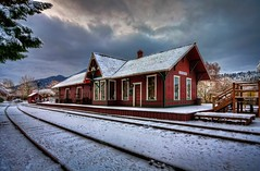 Winter at the Issaquah Train Depot (Fresnatic) Tags: winter snow washington pacificnorthwest hdr issaquah trainstations gilman issaquahtraindepot railroaddepots canonrebelxsi fresnatic photoshopcs5 gilmandepot