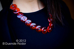 collana trasparenza (elDuendeFiodor) Tags: rosso collana bottoni trasparenza elduendefiodor filopelle