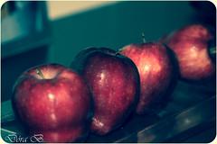 Color (Dóra B.) Tags: life red color cute home apple fruit canon photo iceland nice pretty small calm indoors eat inside simple heima akureyri rautt borða epli ávöxtur inni fjögur dorabirgis