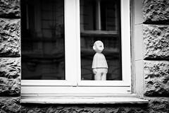 quiet little man (olsta71.com) Tags: man noir quiet mann schwarz mund stille weis ruhe sehen mundlos