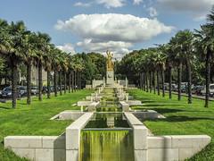IMG_9572.jpg (Fabien Berdah) Tags: paris fountain grass clouds gold palmtrees sculpure portedoree