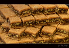 I ms baklaves (PCB75) Tags: cake postre yummy sweet pastel pasta mel delicious honey miel nous turkish baclava menjar baklava turca cuina frutossecos nueces pasts anous fruitssecs baklawa brutals avellanes dol dolos cuinar ametlles
