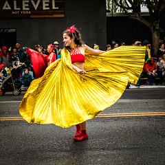Dancer (KPortin) Tags: seattle smiling dancer cape fremontsolsticeparade