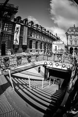 En allant voir JR au Louvre (Jack_from_Paris) Tags: jpr7222d800ebw nikon d800e nikkorfisheyeais2816mm 16mm fisheye capture nx2 lr lightroom noiretblanc monochrom uga wide angle bw paris le louvre mtro station nuages cloud stairs