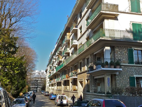 A picture of Champel, a neighbordhood in Geneva. Note the mountains hiding in the background!