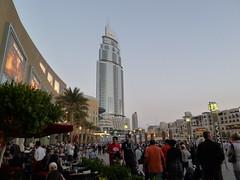 Quartier autour du mall de Duba et de Borj Khalifa (Citizen59) Tags: mars skyscraper march eau dubai tour arabic ciel arabe unis 2012 gratte golfe duba arabie emirats