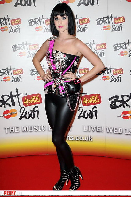 KATY PERRY in leather pants 05