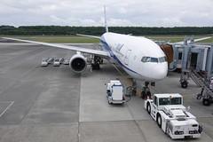 熊本空港  Kumamoto Airport (ELCAN KE-7A) Tags: japan observation ana airport all pentax nh terminal deck airline 日本 nippon boeing 777 kumamoto 熊本 飛行機 k7 空港 2011 航空機 ペンタックス 全日空 展望 デッキ ターミナル 国内線 全日本空輸 ボーイング