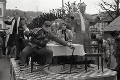badda-boom (The Cassandra Project) Tags: street carnival bw film coffee analog schweiz switzerland suiza swiss strasse luzern kaffee nikonf100 sw monochrom expired svizzera schwarzweiss lucerne fasnacht sveitsi 50mmprime homemadesoup schmutzigerdonnerstag schmudo fomapan400 caffenolc nikkor118 selbstgemachterentwickler
