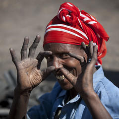 Virtual camera in Ethiopia (Eric Lafforgue) Tags: camera woman smile sign fun funny joke culture tribal tribes tradition tribe ethnic gadda complicity tribo ethnology tribu thiopien etiopia gada ethiopie etiopa 4251  etiopija ethnie ethiopi  etiopien etipia  etiyopya